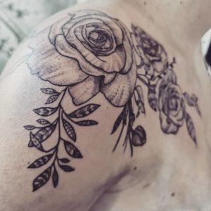 Kennedy - L'atelier des encrés - Tatouage Floral