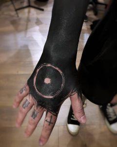 Ornela - Tatouage Black Work